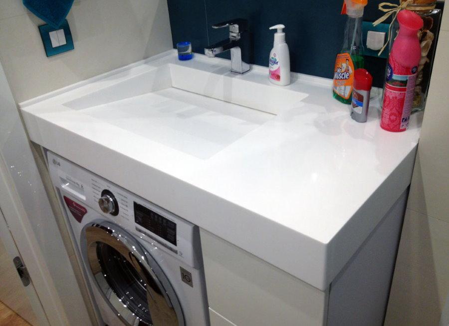 Низкая раковина над стиральной машиной
