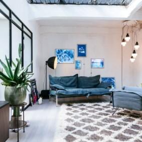 Обшарпанный потолок в гостиной современного стиля