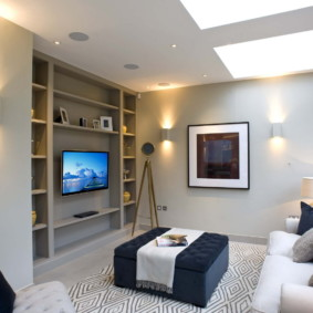 Дизайн гостиной с полками из гипсокартонна