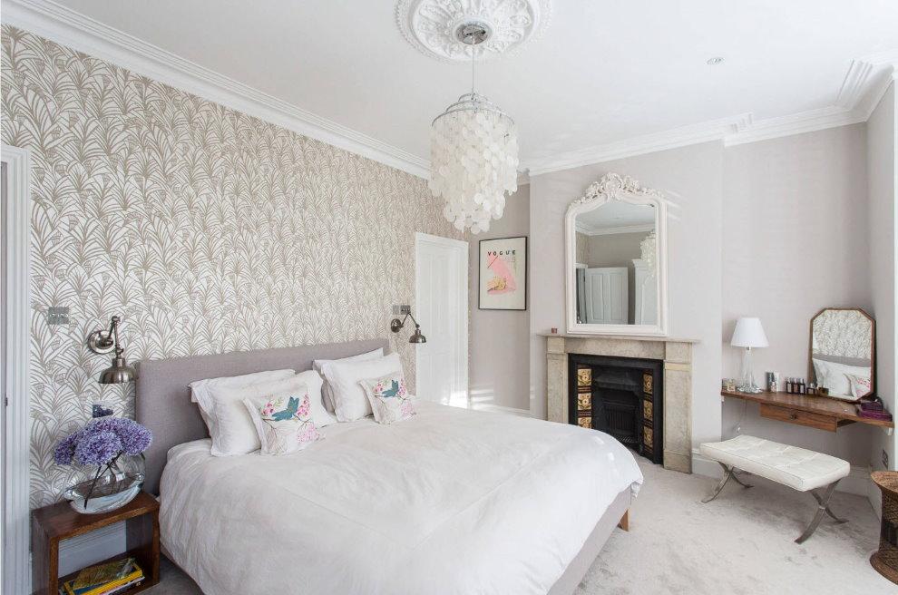 Интерьер спальной комнаты со светлыми обоями