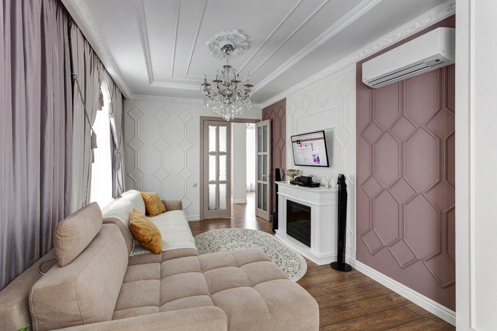 Небольшая гостиная в квартире неоклассического стиля