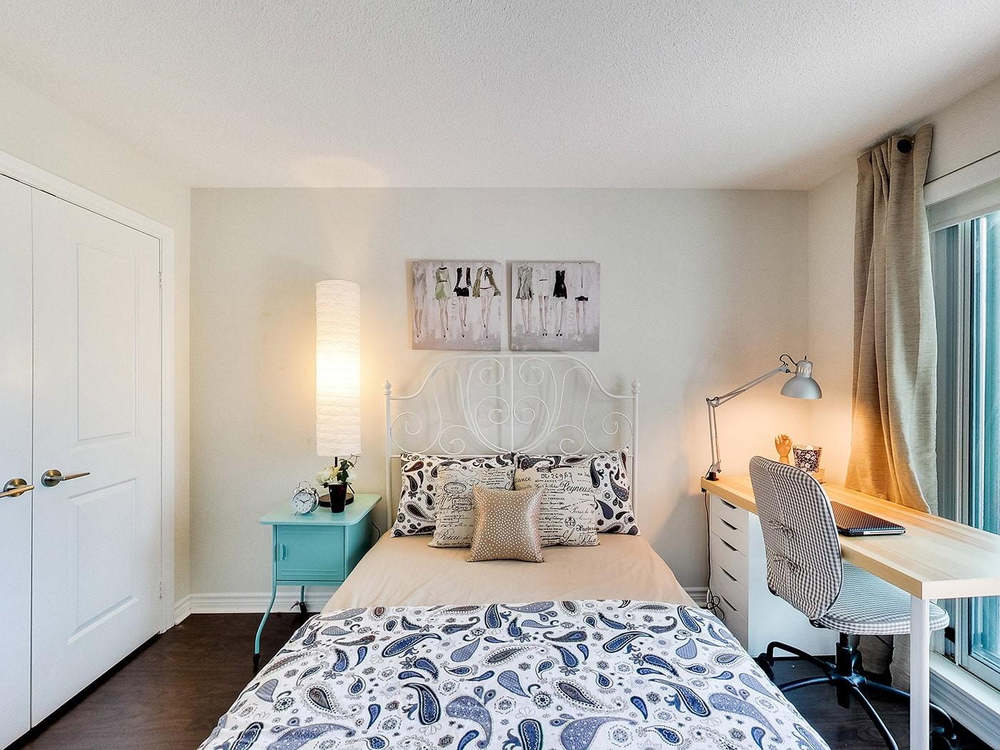 светлый дизайн спальни для девушки