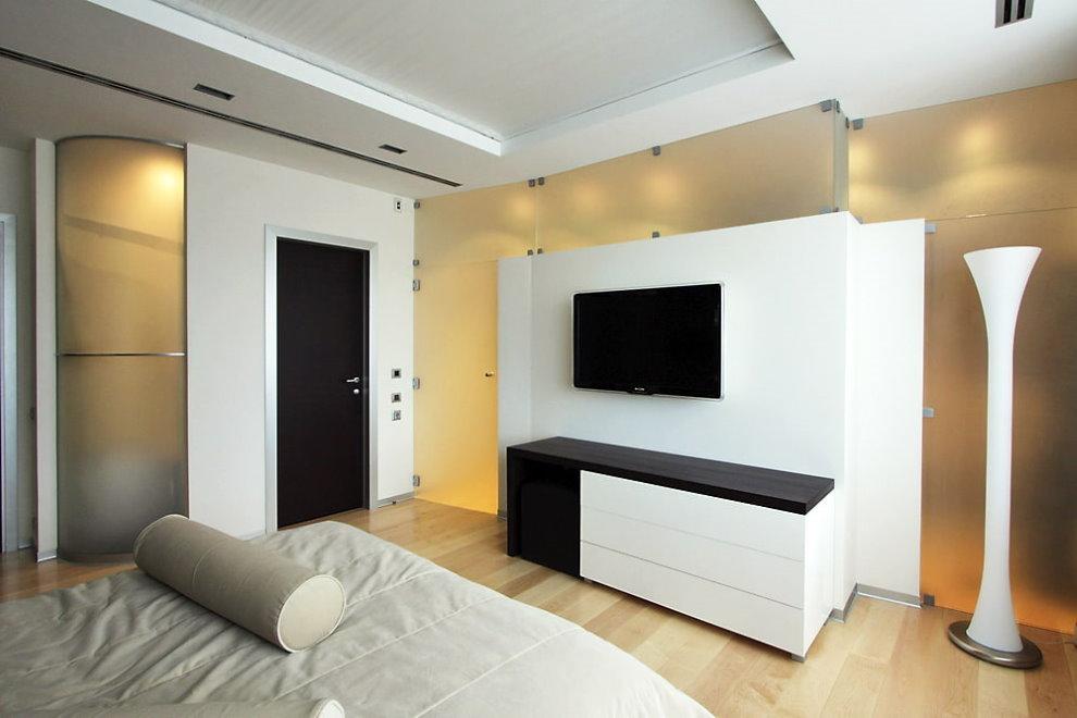 Телевизионная панель в спальне стиля минимализма