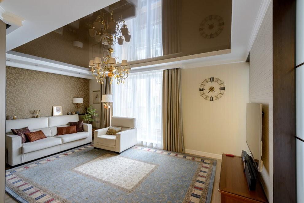 Стильная гостиная в квартире с натяжными потолками