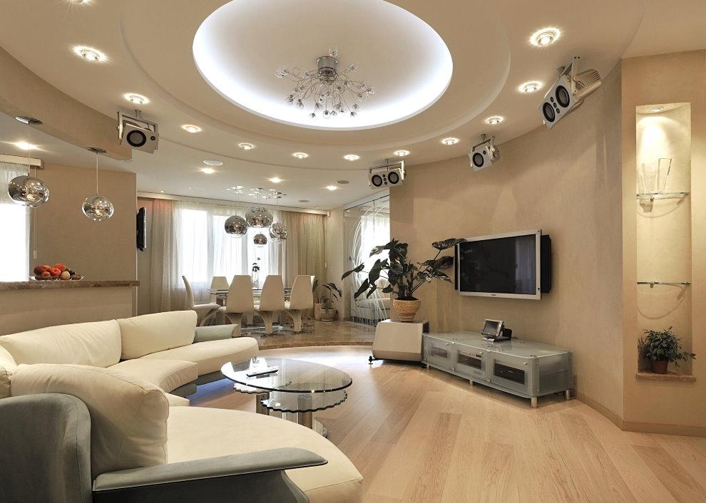 Встроенные светильники на двухуровневом потолке гостиной