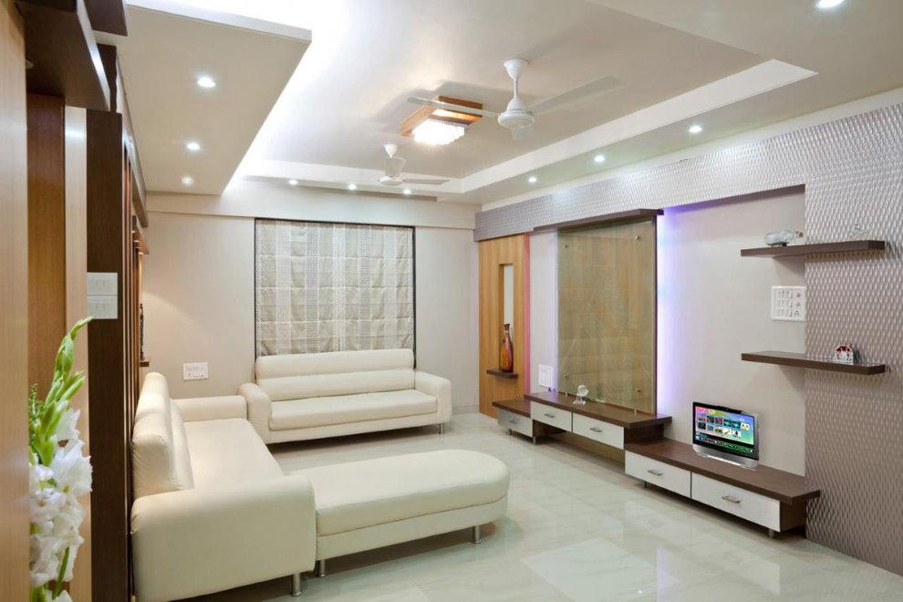 Точечное освещение в зале городской квартиры