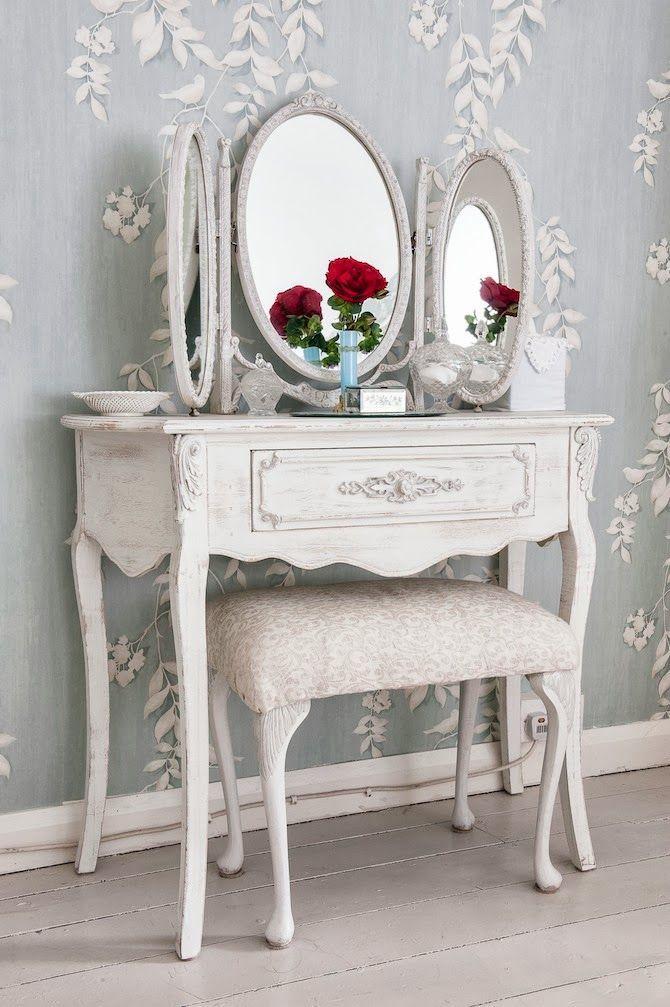 Туалетный столик с тройным зеркалом для спальни прованс