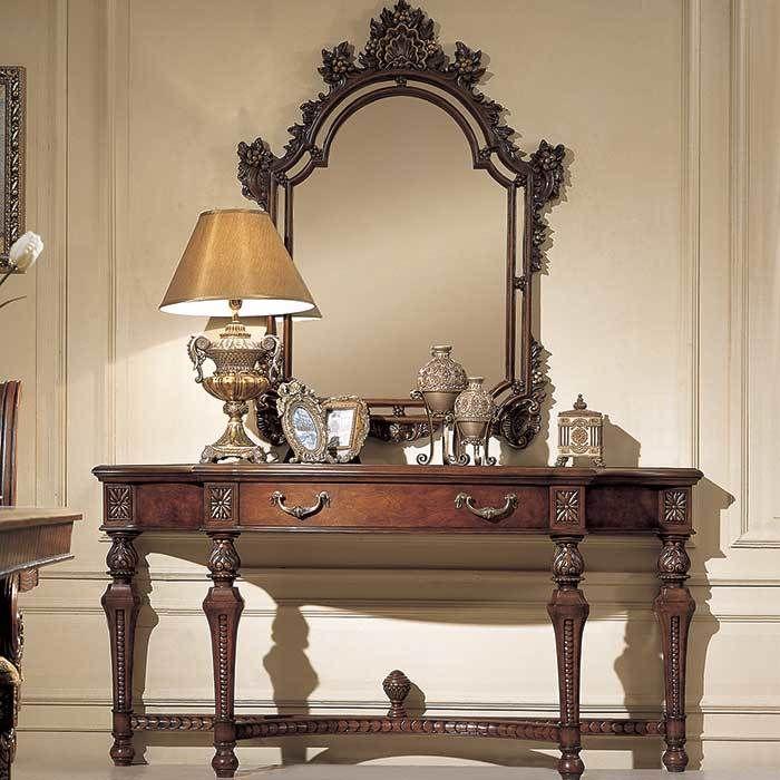 Дорогой туалетный столик с зеркалом