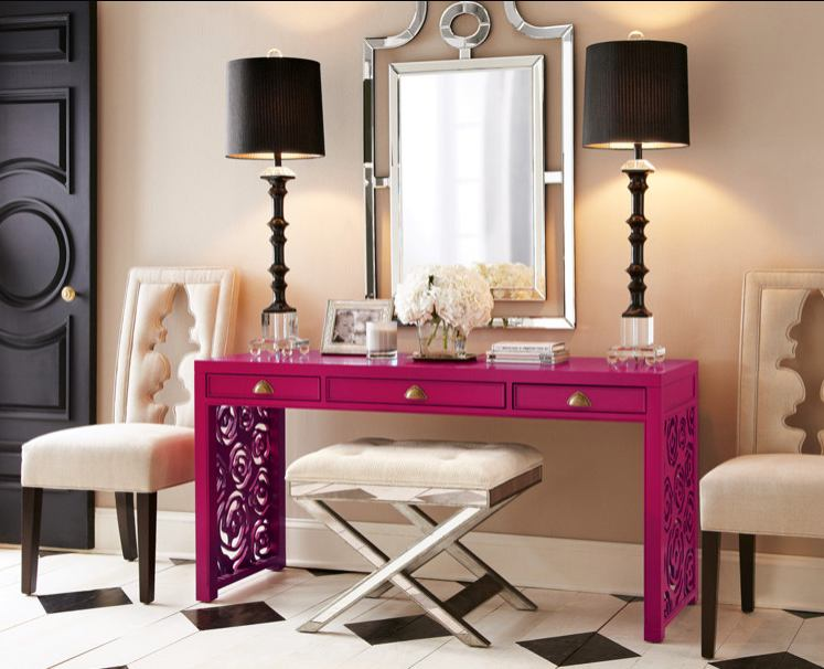 Розовый туалетный столик с зеркалом для спальни