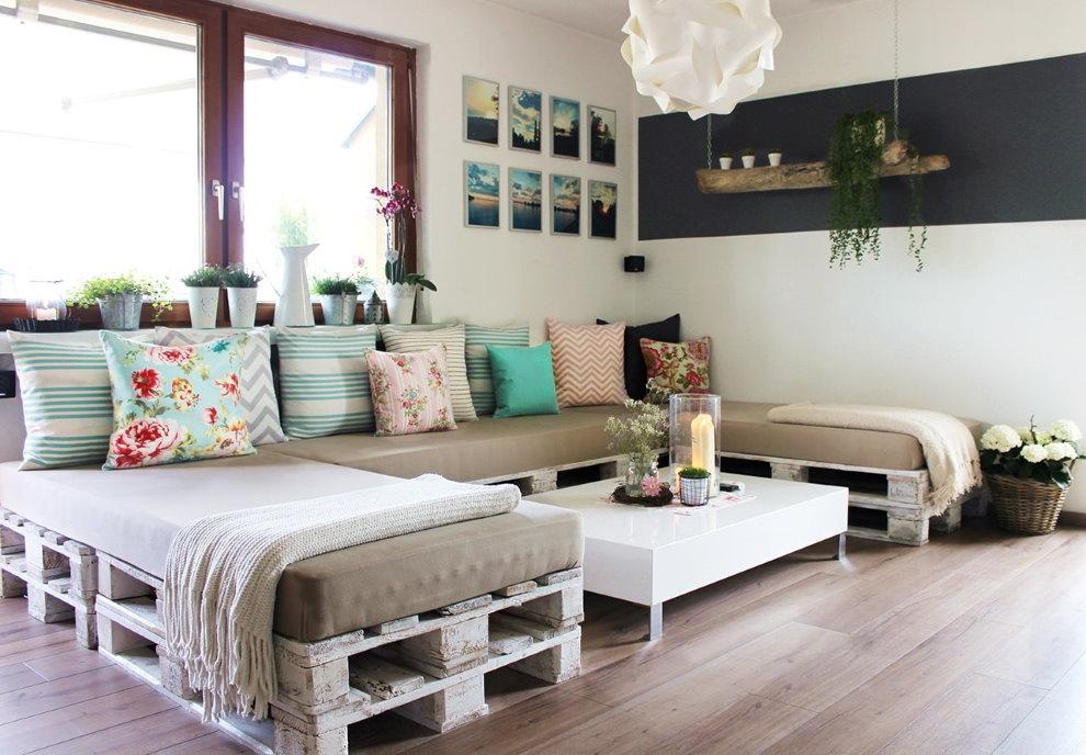 Угловой диван из старых поддонов своими руками