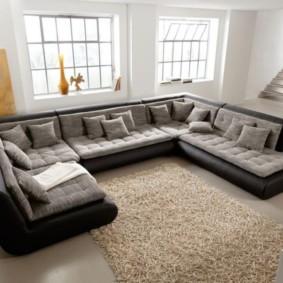 угловой диван в гостиной декор фото