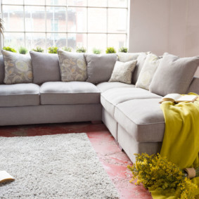угловой диван в гостиной обзор