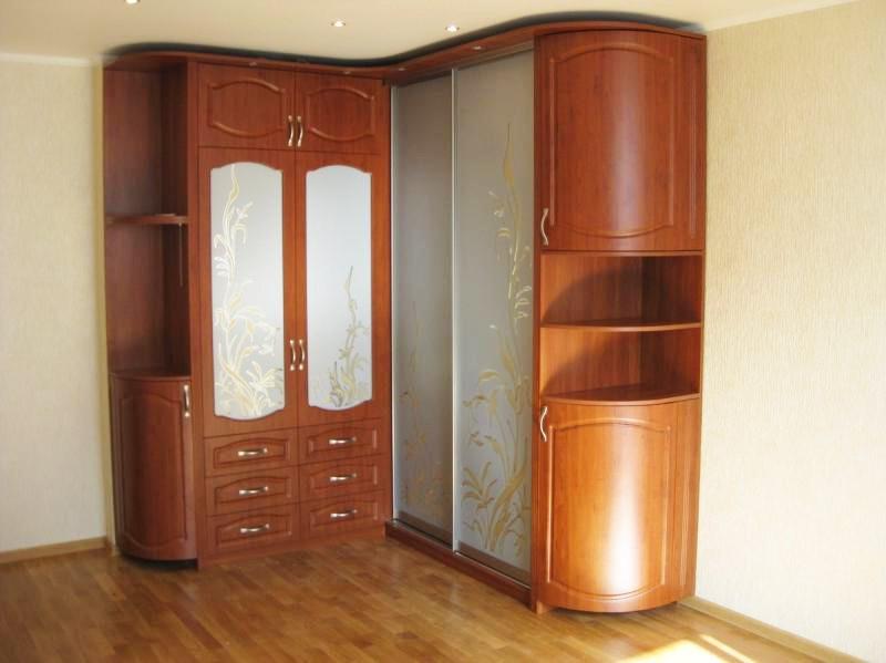Корпусной угловой шкаф с радиусными секциями