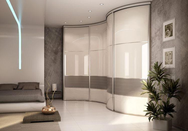 Радиусный угловой шкаф с фасадами из стекла