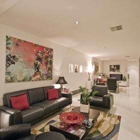 узкая гостиная в квартире фото интерьера
