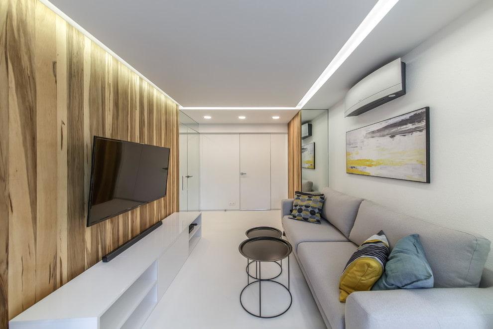 Дизайн узкой гостиной с белым потолком