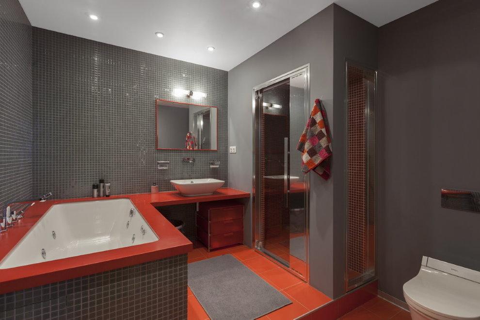 Красно-серая плитка в совмещенной ванной комнате