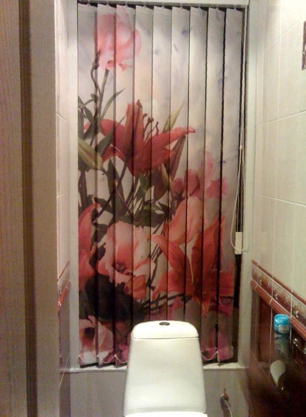 Фотопечать на вертикальных жалюзи в туалете