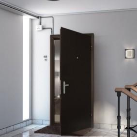 входные двери в квартиру декор