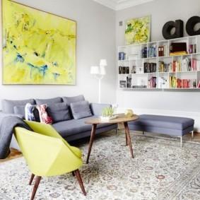 Современное кресло желтого цвета