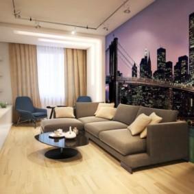 Ночной город на обоях в зале современного стиля