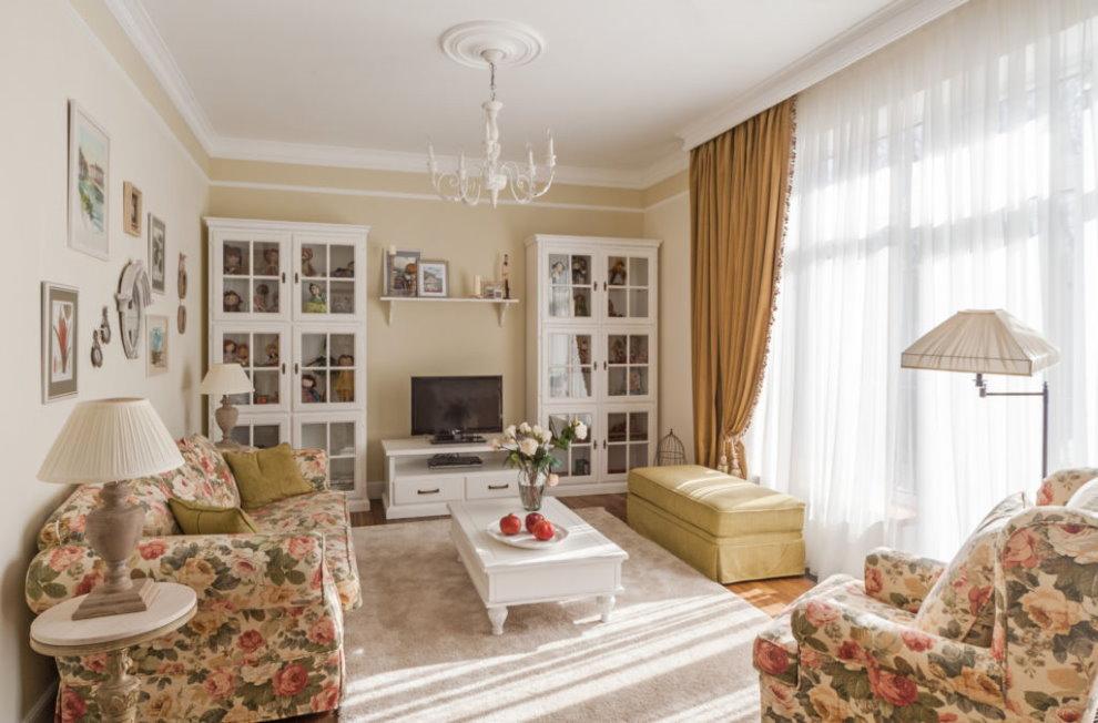 Уютный зал квартиры в стиле кантри
