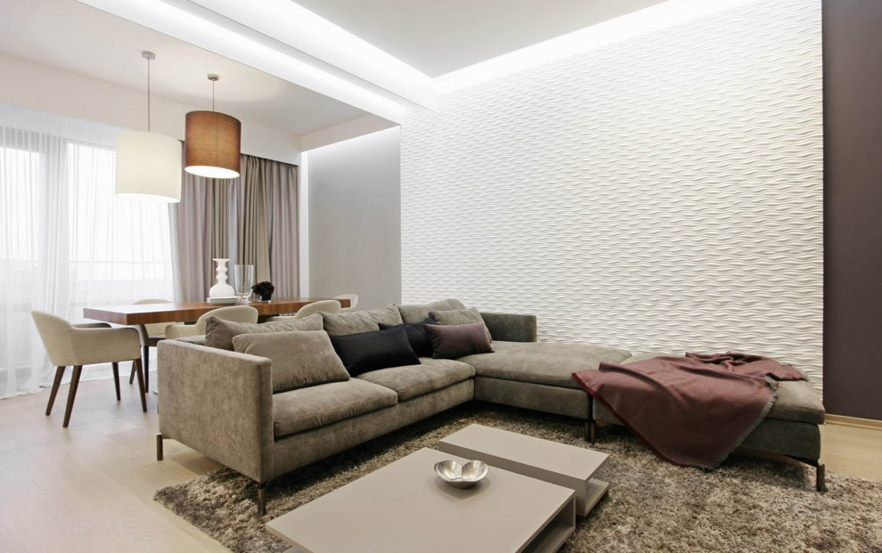 Светлая гостиная с обеденной зоной в квартире 100 кв метров