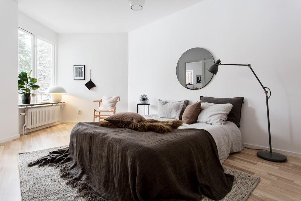 Зеркало в спальне скандинавского стиля
