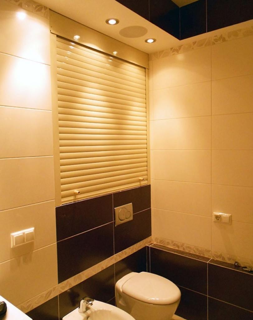 Подбор рольставней в туалете под керамическую плитку