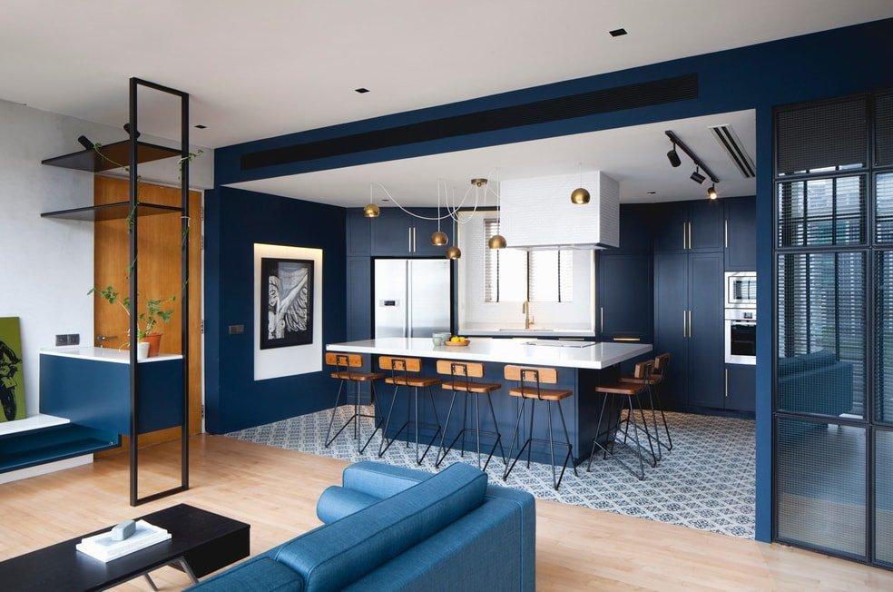 Синий цвет в интерьере кухни-гостиной