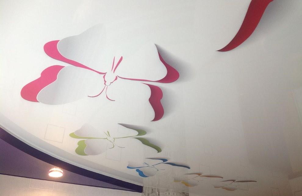 Объемное изображение бабочек на потолке в детской