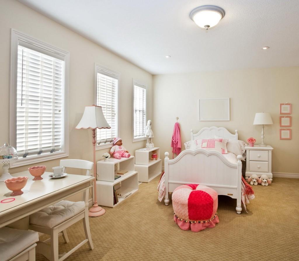 Белая мебель в интерьере детской комнаты