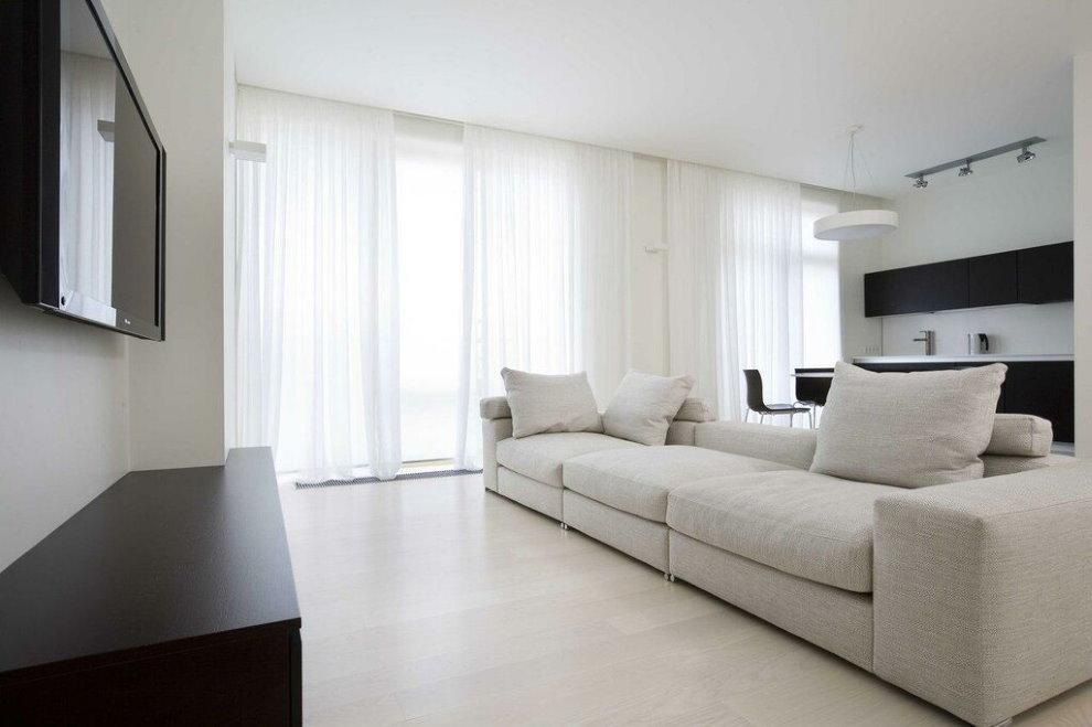 Белые шторы в зале современного стиля