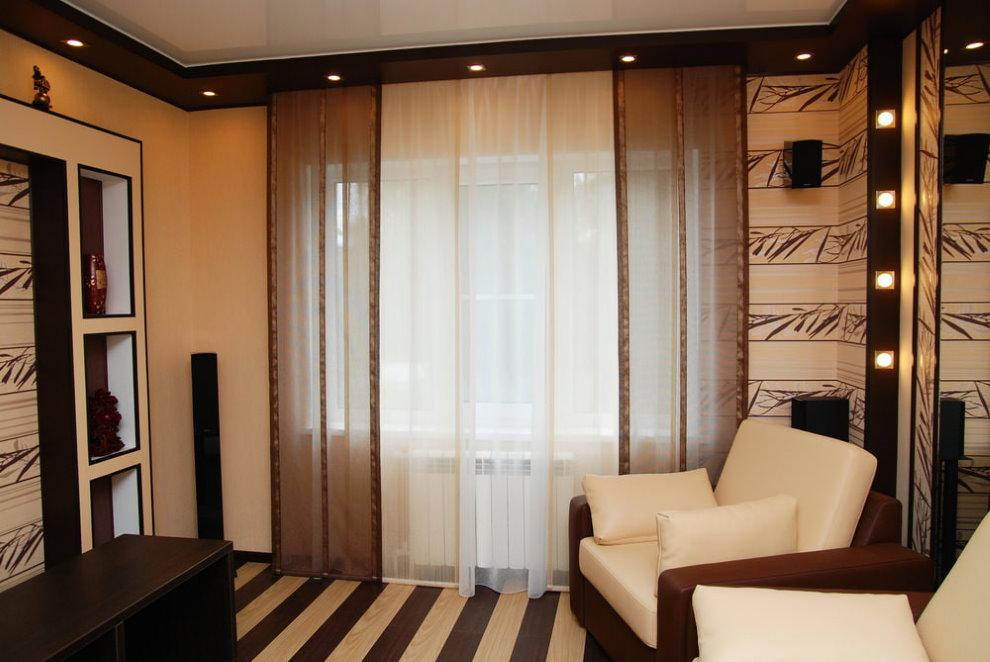 Бежево-коричневые шторы в современном зале