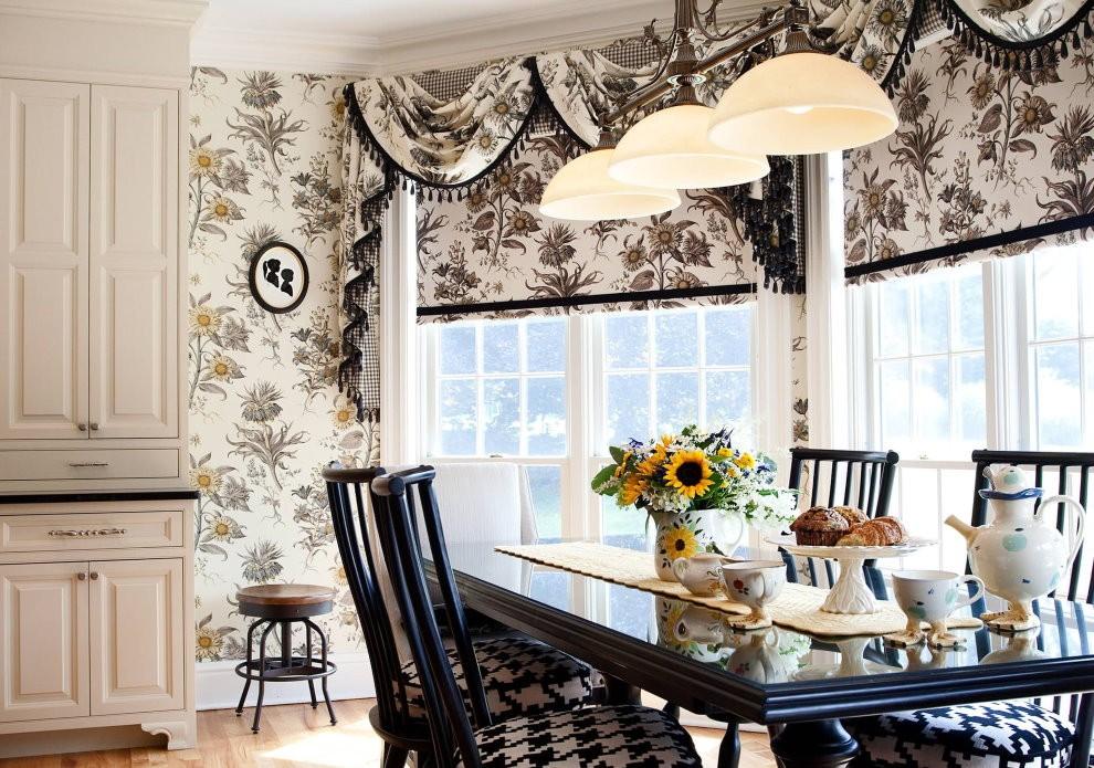 Красивые шторы с цветами на бежевом фоне