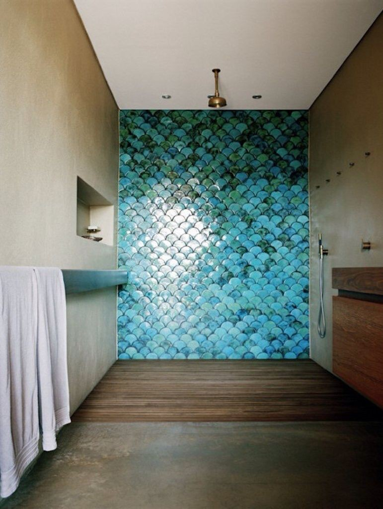 Кафельная плитка под чешую рыбы в ванной комнате