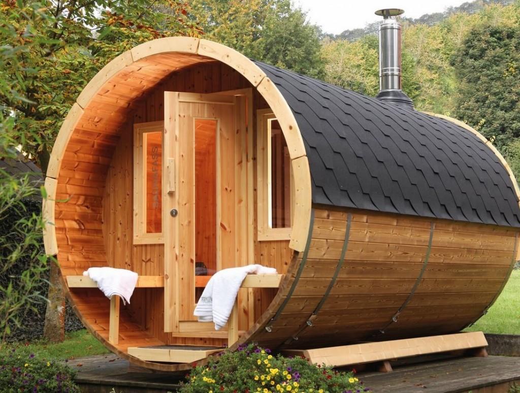 Деревянная баня в форме бочки