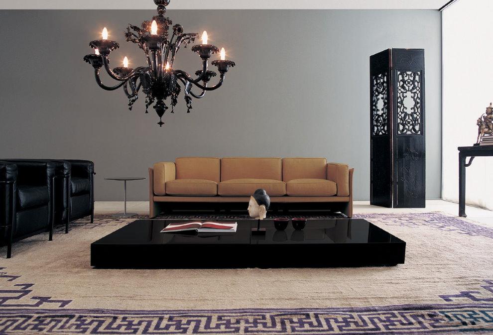 Черная люстра в зале современного стиля
