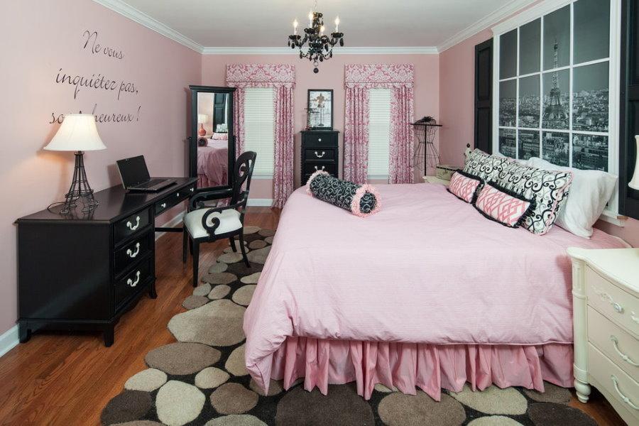 Черно-розовая комбинация цветов в детской комнате