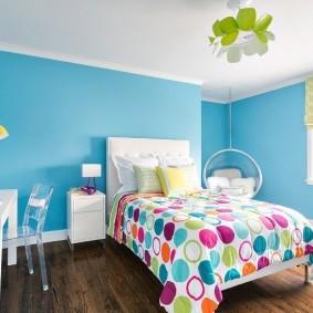Голубые стены в комнате мальчика