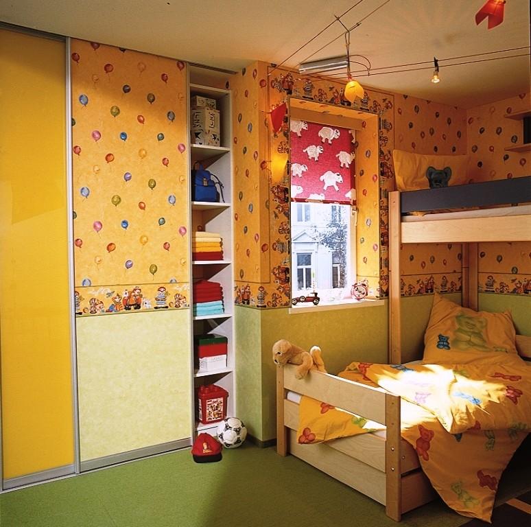 Оклейка дверцы шкафа-купе обоями как в детской комнате