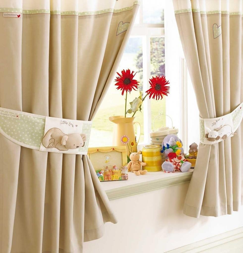 Самодельные прихваты на шторе в детской комнате