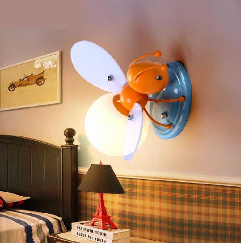 Детский настенный светильник из качественного пластика
