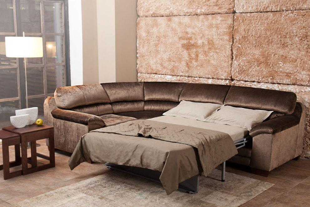Раскладной диван-кровать в зале с грубой отделкой