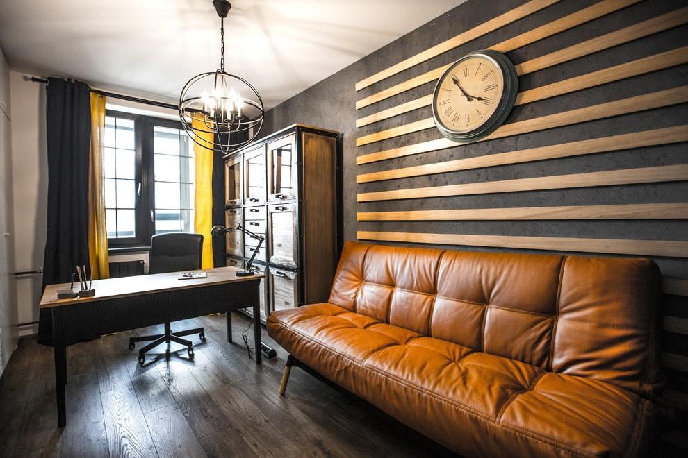 Кожаный диван в домашнем кабинете лофт стиля