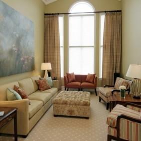 Мягкая мебель в компактной гостиной