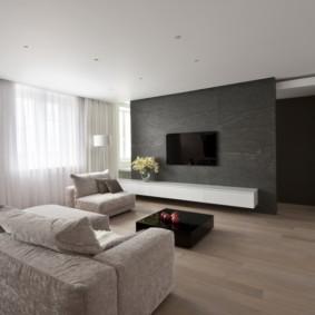 Телевизионная панель на серой стене