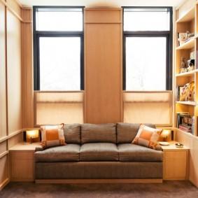 дизайн маленького зала с двумя окнами