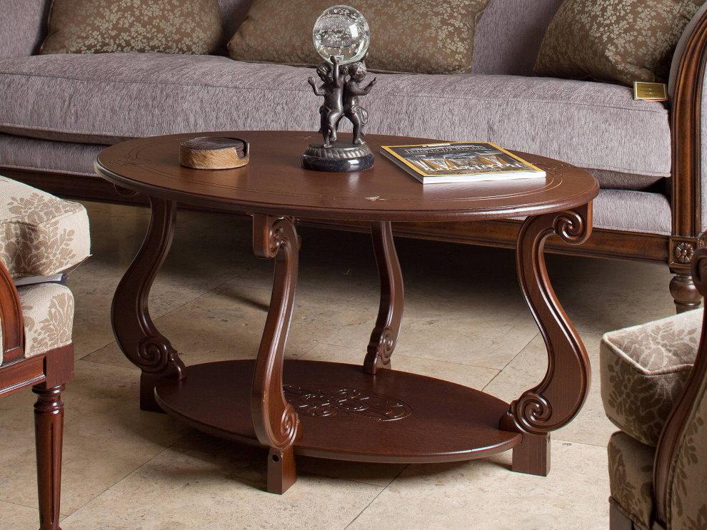Журнальный стол с красивыми деревянными ножками