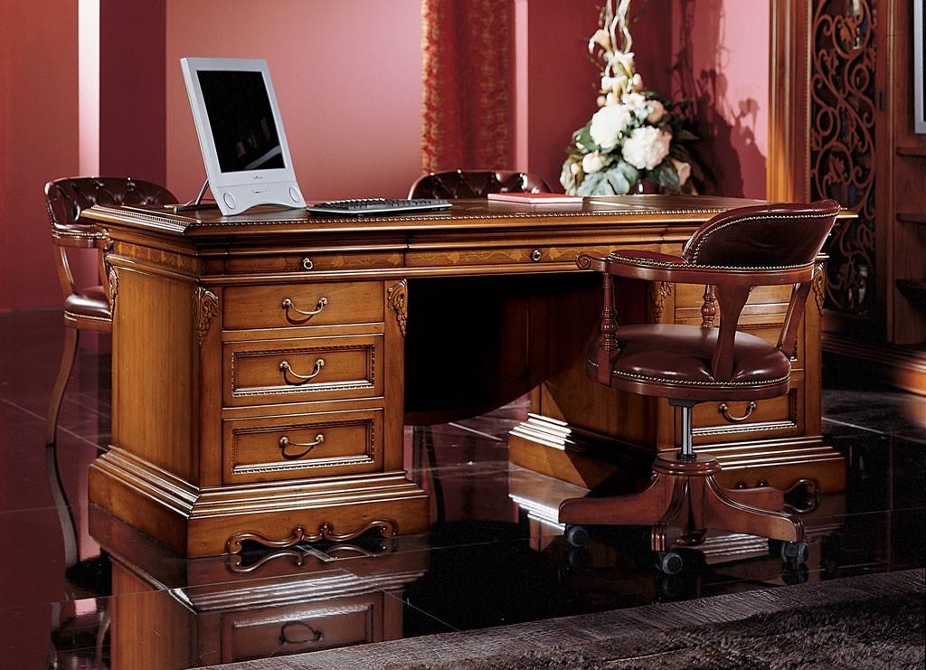 Дорогой письменный стол из ценных пород дерева